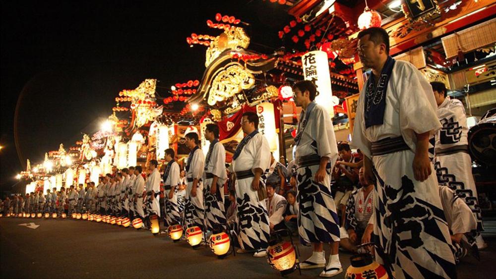 花輪祭の屋台行事の写真